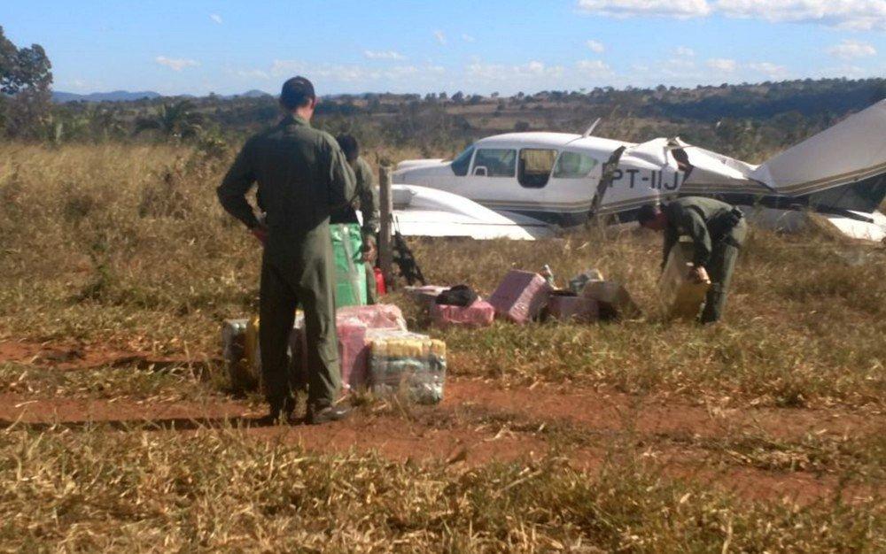 Presos piloto e copiloto de avião interceptado com mais de 600 kg de cocaína em Goiás https://t.co/Mis6ShkoJI #G1