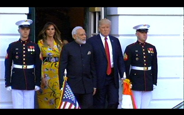 After dinner, Pres & Mrs Trump escort PM Modi to his limousine to bid farewell with another hug. (Three by my count).