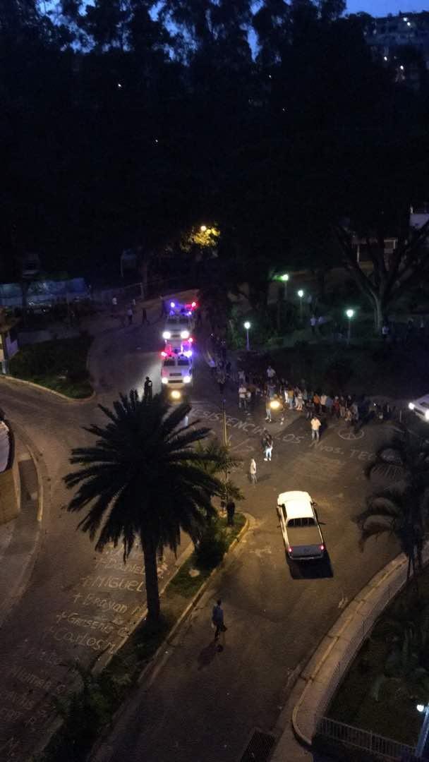 #ENVivo La GNB sigue en Los Nuevos Teques, causando terror a los vecin...