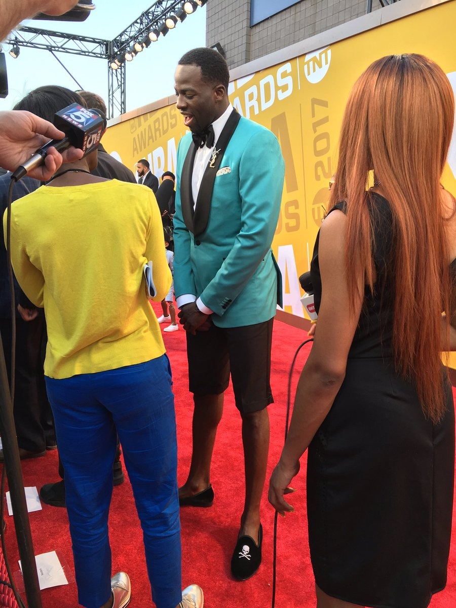 Draymond Green hits the red carpet in shorts https://t.co/x2K3X45H9O