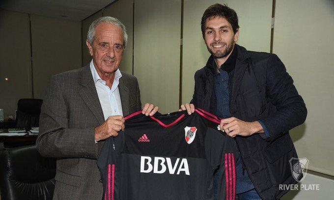 El arquero Germán Lux firmó su vínculo con River hasta junio de 2020. En la foto, junto con @RodolfoDonofrio.