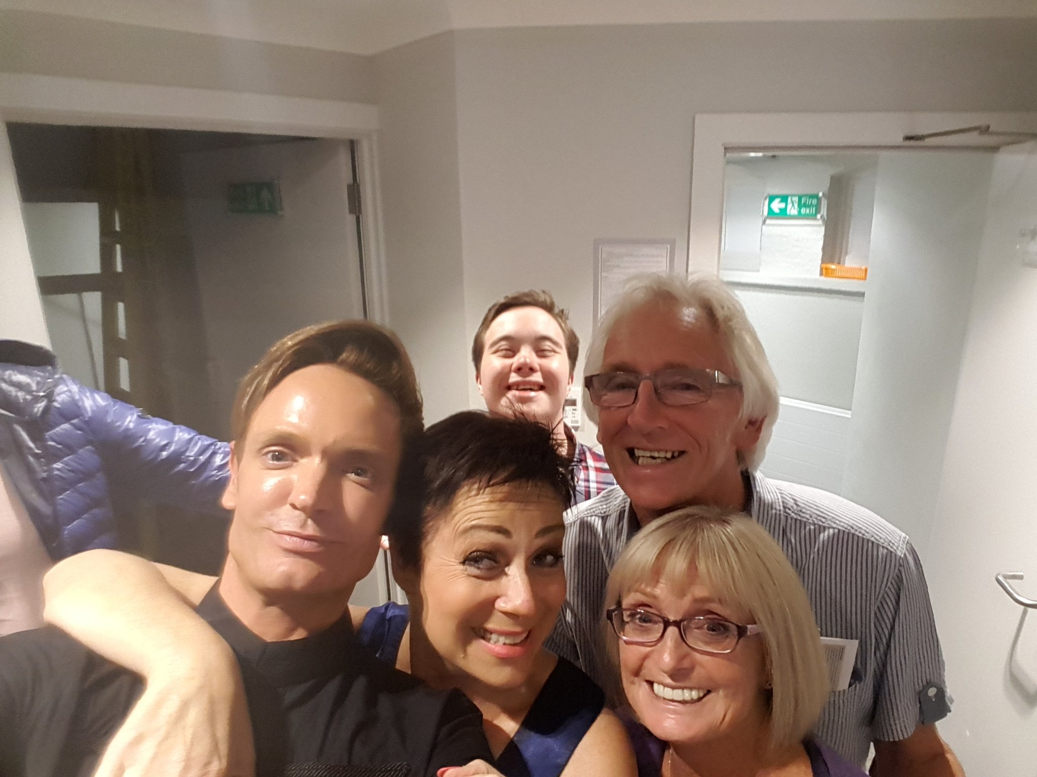 RT @paulscates: Home after the most amazing evening with my wonderful folks and the gorgeous @RealDeniseWelch https://t.co/mEVwOLiylg