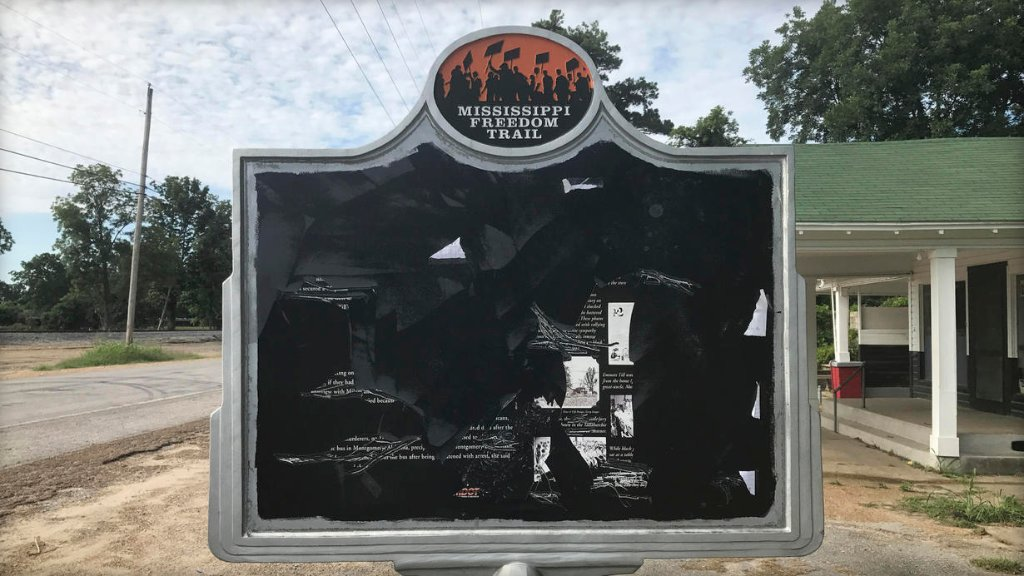 Civil rights historical marker remembering life and death of Emmett Till has been vandalized in Mississippi: https://t.co/ZxwMJlwsXv