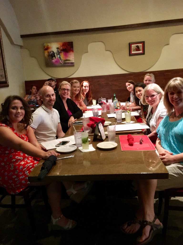 """Enjoying a """"pre"""" pre-conference dinner at Mi Luna with colleagues from TX, MA, AL, and OR #2017GCC @Grad_Careers https://t.co/JBBreTwA8o"""