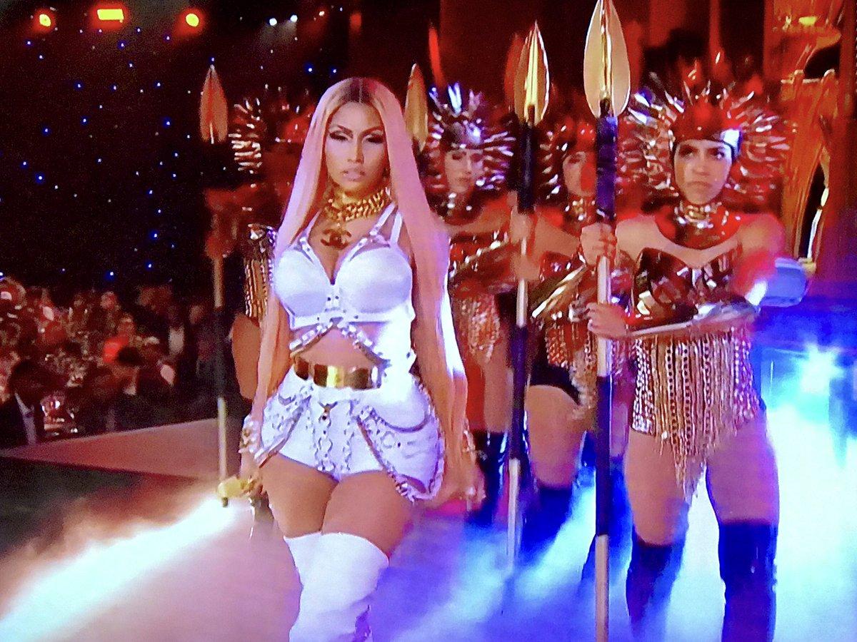 Nicki Minaj performing a medley at #NBAAwards https://t.co/3wYrwba8d8