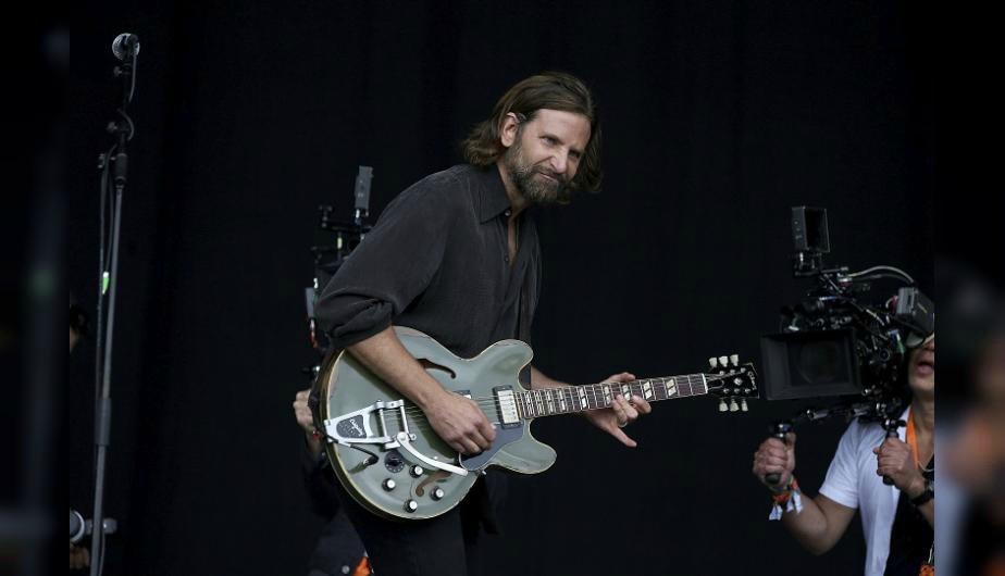 Bradley Cooper alborotó el Festival de Glastonbury con su presentación...