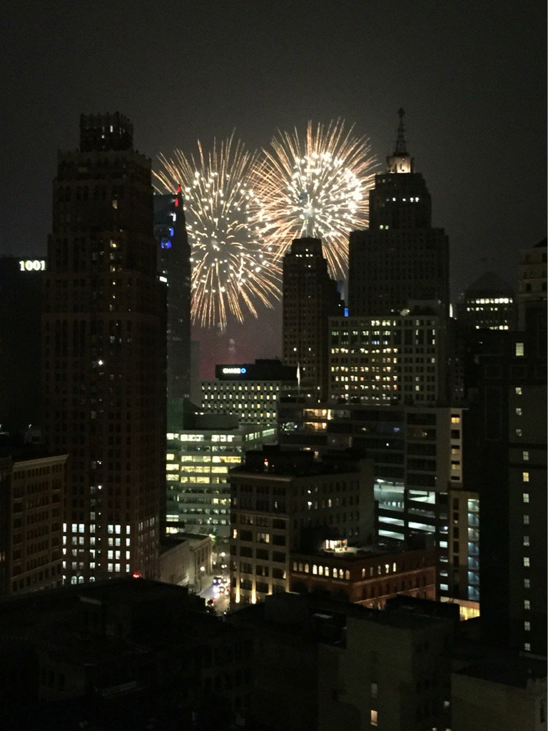 Happy early #4thofJuly from Detroit! #FordFireworks https://t.co/Pd27L...