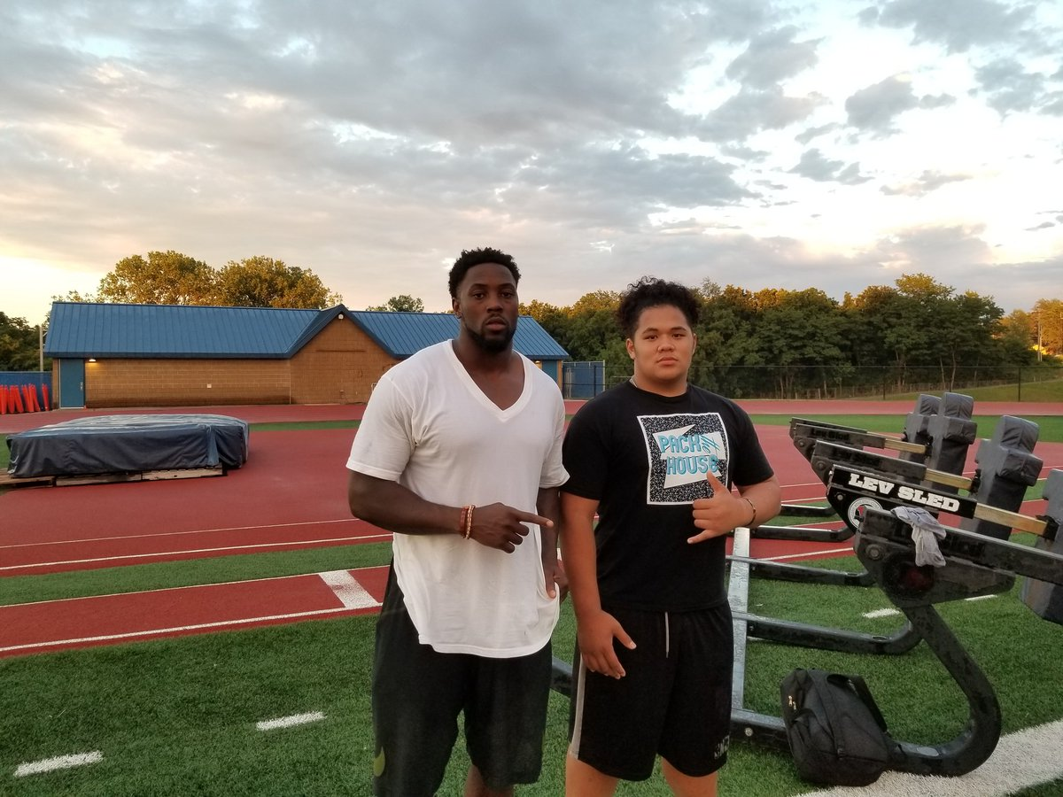 Look who put in extra work at the DUB-C tonight. Dolphins #1 pick Charles Harris. Relentless worker. #Mizzou #BearUp #MiamiDolphins<br>http://pic.twitter.com/jXA71wfb5z