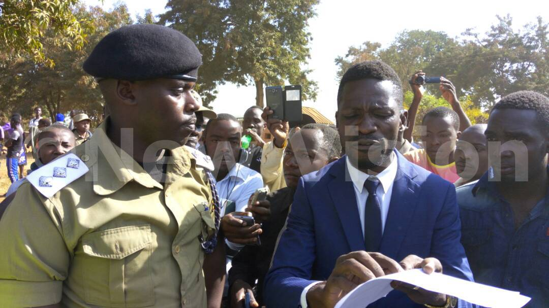 [PICTURES]    Bobi wine whisked away from Kasangati Police to an unkno...