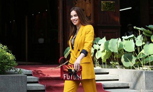 Hồ Ngọc Hà khoe vẻ gợi cảm trong vai trò cố vấn giải thưởng Elle style...