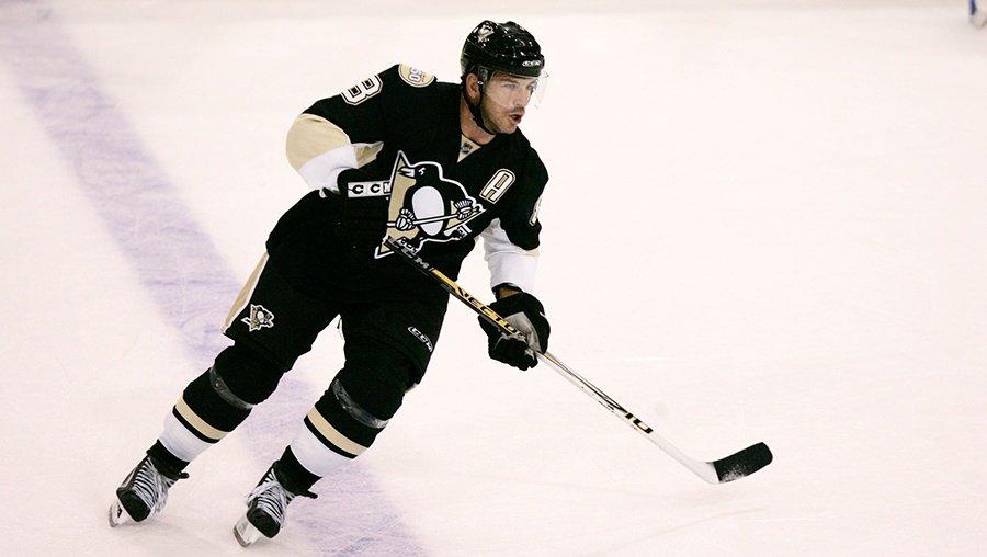 Former #Penguins star Mark Recchi named to Hockey Hall of Fame https:/...