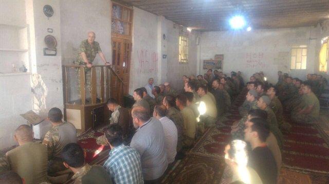 Özel Kuvvetler Komutanı Aksakallı, Bab'daki camide Mehmetçiğe minberde...
