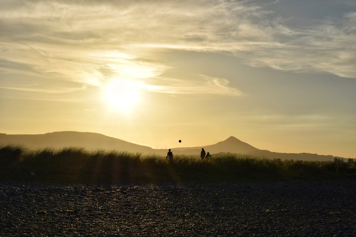 #Fun in the evening #sun @DiscoverIreland @Havenlust @PictureIreland @photoweather1 @irish_daily_ @WicklowLiving #wicklow @newslineweather<br>http://pic.twitter.com/xZaxi1v9SM