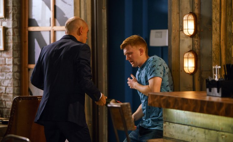 Chesney dies after being stabbed in horror #Corrie attack? https://t.c...