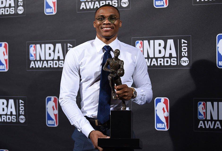 #NBA'de Oscar gecesi... #MVP Russell Westbrook oldu! https://t.co/LBA5...