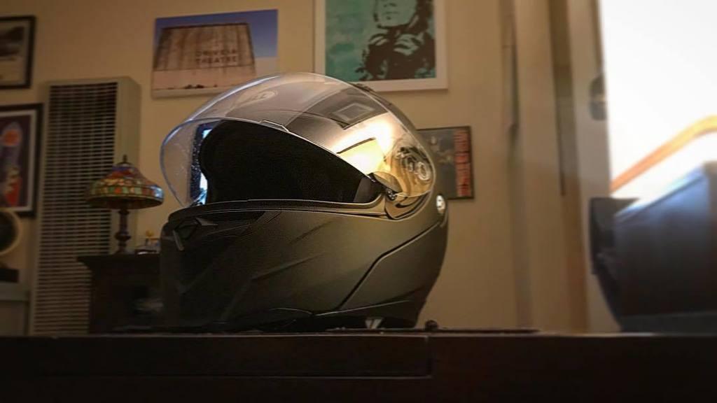 Digging my new #bellrevolver  #helmet #journey #bonneville #scrambler #caferacer #triumph #helmet #bell #fullfaceo…  http:// ift.tt/2ubOEg0  &nbsp;  <br>http://pic.twitter.com/xnnaC2vcyH
