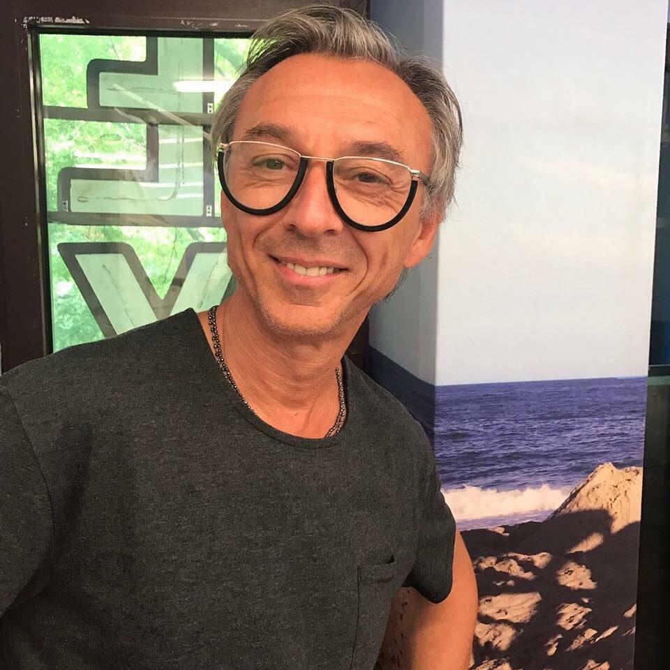 ON AIR: @albertinodj con l'occhialino di @sferaebbasta 🤓 https://t.co/...