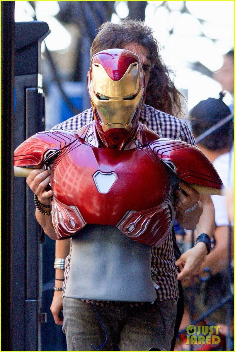 Great look at new #IronMan armour courtesy of @JustJared. New chest piece for Tony. #InfinityWar<br>http://pic.twitter.com/KccsU7Szmy
