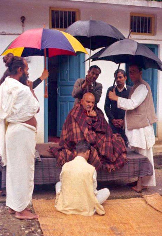 """I understand your grief.""   ~Maharaj-ji &lt;3   http://www. nkbashram.org  &nbsp;    #NeemKaroliBaba, #Baba, #JaiGurudev, #Maharaji, #Gurudev<br>http://pic.twitter.com/E5xFgJezuB"