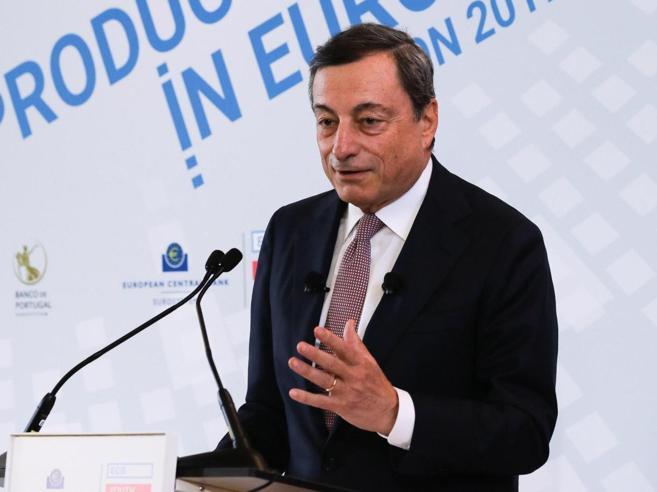 Draghi: economia migliora, prudenza sul rientro del Qe https://t.co/66...