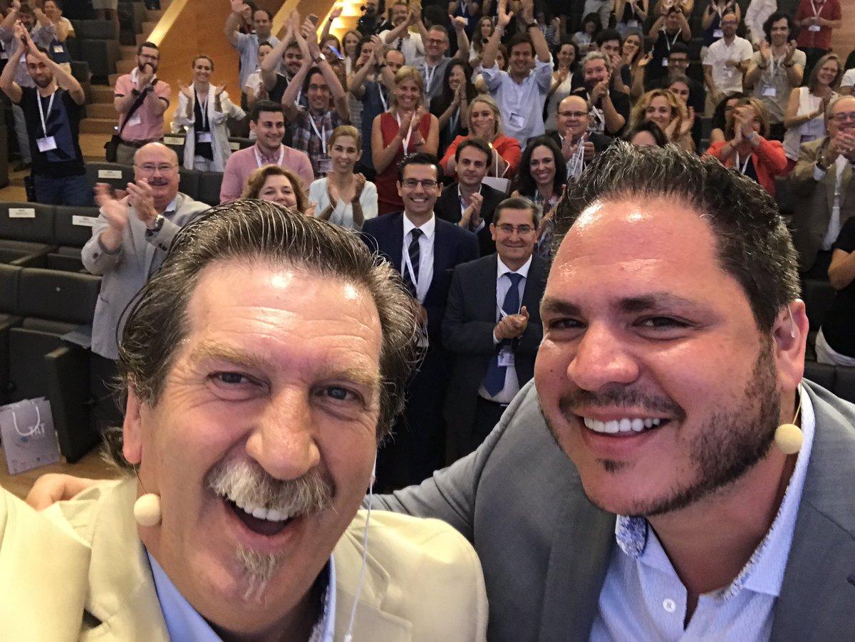 Con @joell el BOSS de @Twitter en @TATGranada #TatGranada17 https://t....