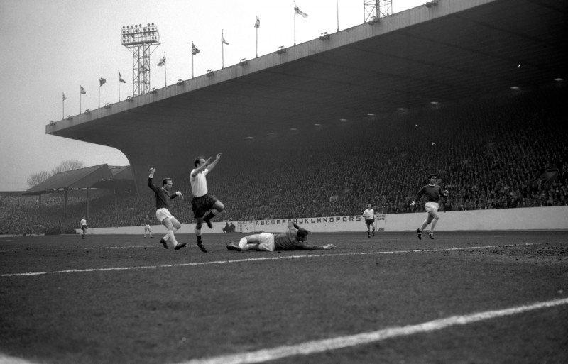 #DavidGaskell #EnglishGK   #JimmyGreaves of #Spurs #goal  #Tottenham v #ManchesterUnited  #Semifinal #FACup at #Hillsborough in 1962<br>http://pic.twitter.com/85Qx5msEyk