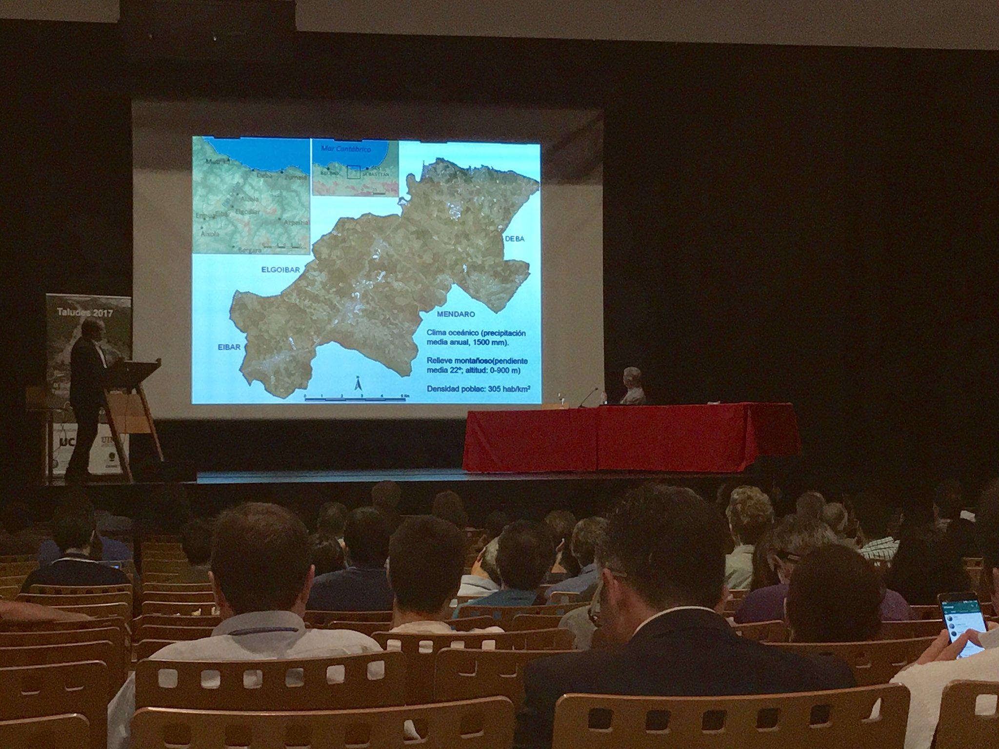 Abrimos el congreso de #Taludes17 en #Cantabria @unican Deslizamientos en El Valle del #Deba https://t.co/1qXNptbRwZ