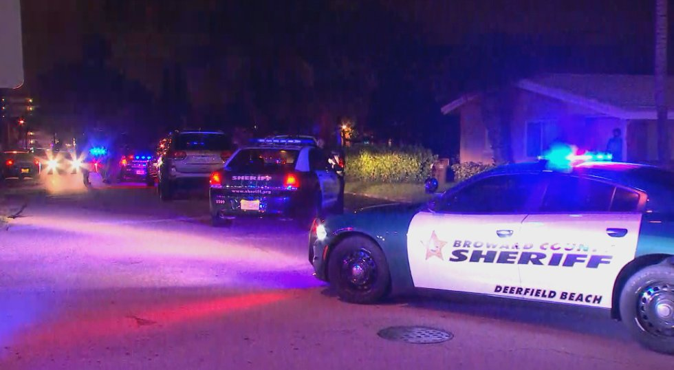 Manhunt in #DeerfieldBeach after #BSO Deputy assaulted. Extent of injuries unknown. Offender pepper sprayed. MORE:  http://www. nbcmiami.com/news/local/BSO -Deputy-Assaulted-Manhunt-Underway-For-Suspect-in-Deerfield-Beach-430977953.html &nbsp; … <br>http://pic.twitter.com/AwGvQO4vFm