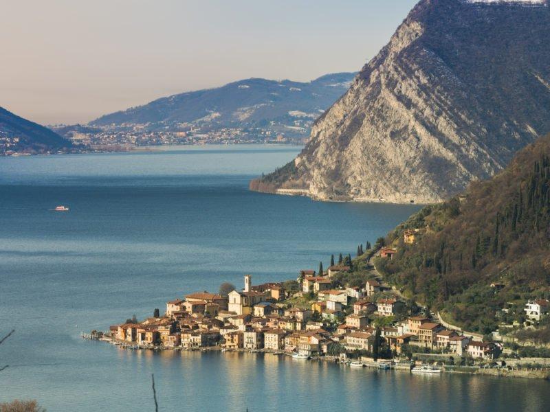 Franciacorta is Italy's latest sparkling secret via @SpearsMagazine  https:// goo.gl/o3soeD  &nbsp;    #wine #travel #Italy #beautyfromitaly<br>http://pic.twitter.com/dkeQcPKYe2