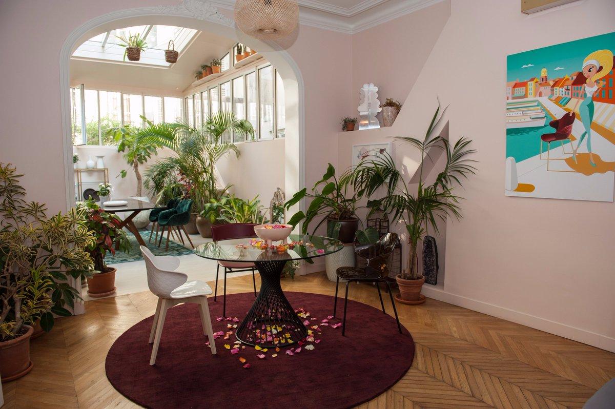 Pour La Présentation De La Nouvelle Chaise #SaintTropez, @Calligaris1923 A  Célébré La #FrenchRiviera à La Villa Rose Paris !  #ClientStoriespic.twitter.com/ ...