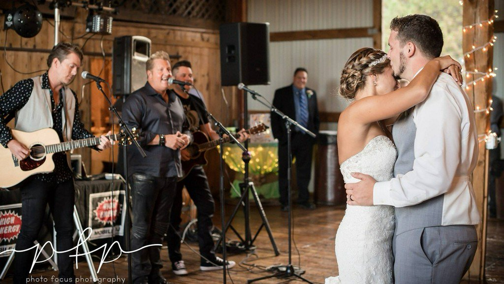 Wisconsin newlyweds get surprise performance from Rascal Flatts https:...