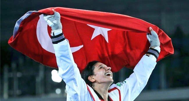 Dünya Tekvando Şampiyonası'nda altın madalya kazanan Nur Tatar Askari'...
