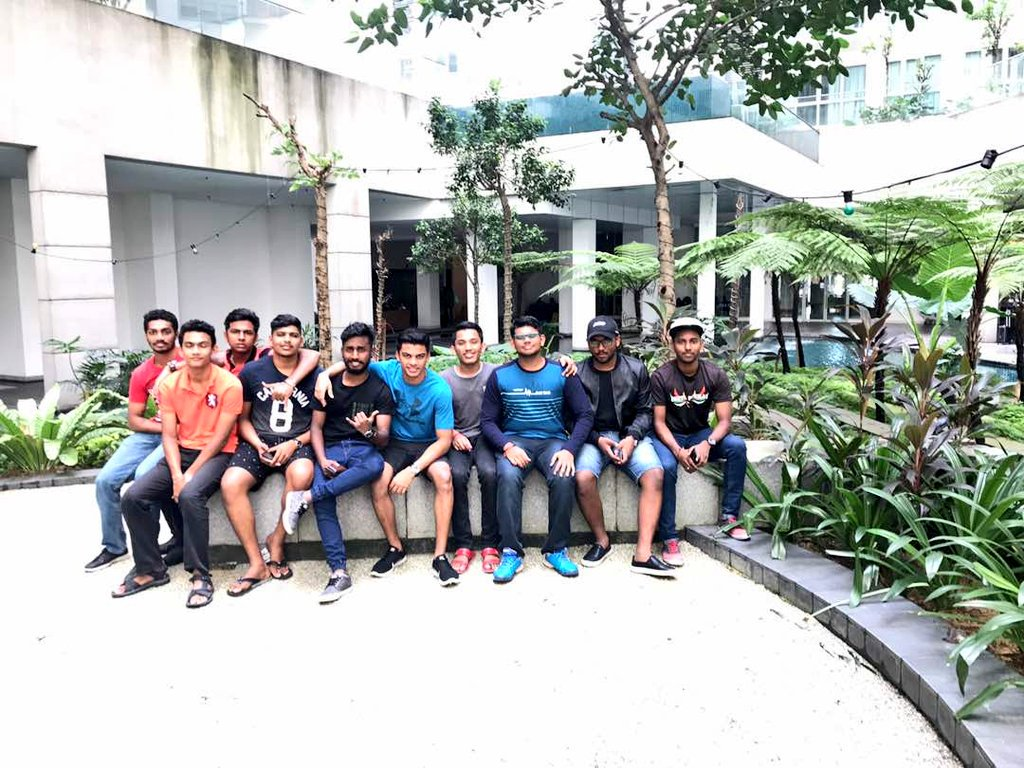 After 2 years, reunion. #rmc #sandakozhi #stoned<br>http://pic.twitter.com/9ogwUZ3Fnh