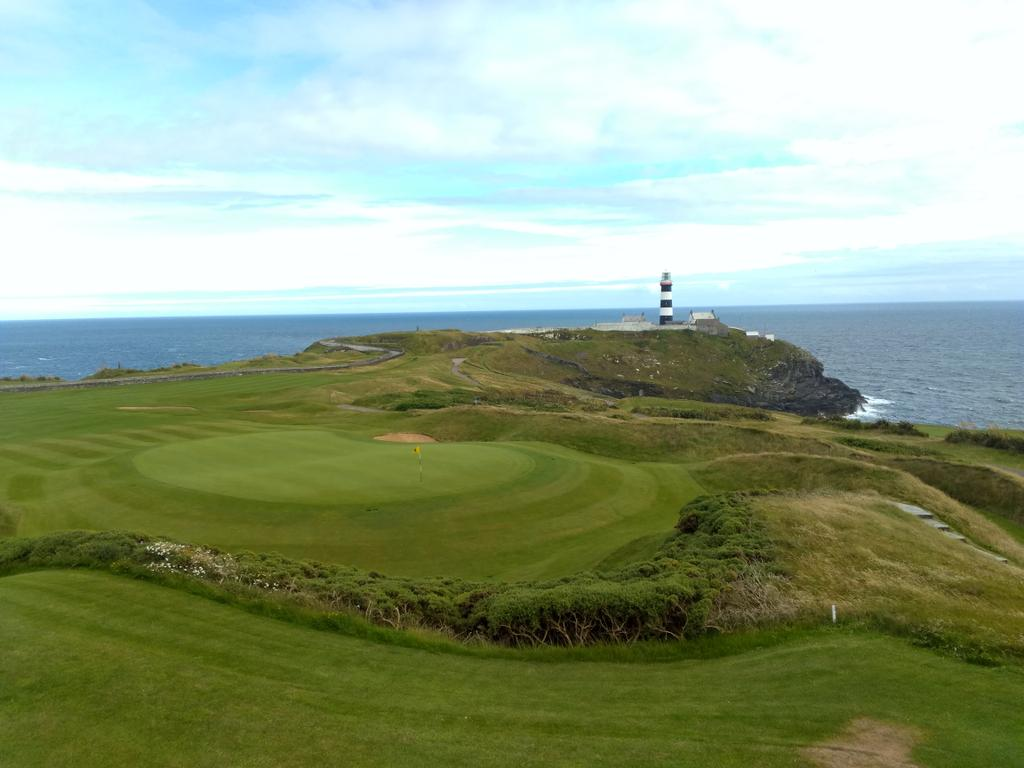 Back in Old Head of Kinsale today. This view never gets old #kinsale #tours #golf #ireland #cork #wildatlanticway<br>http://pic.twitter.com/NBAsZcMjXe