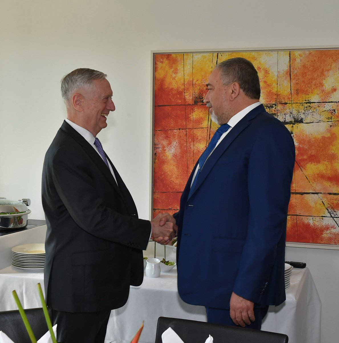 Israeli #MOD @AvigdorLiberman met w/ #SecDef James Mattis in Munich.They discussed strategic regional issues &amp; strengthening the cooperation <br>http://pic.twitter.com/feOCP3VTh1