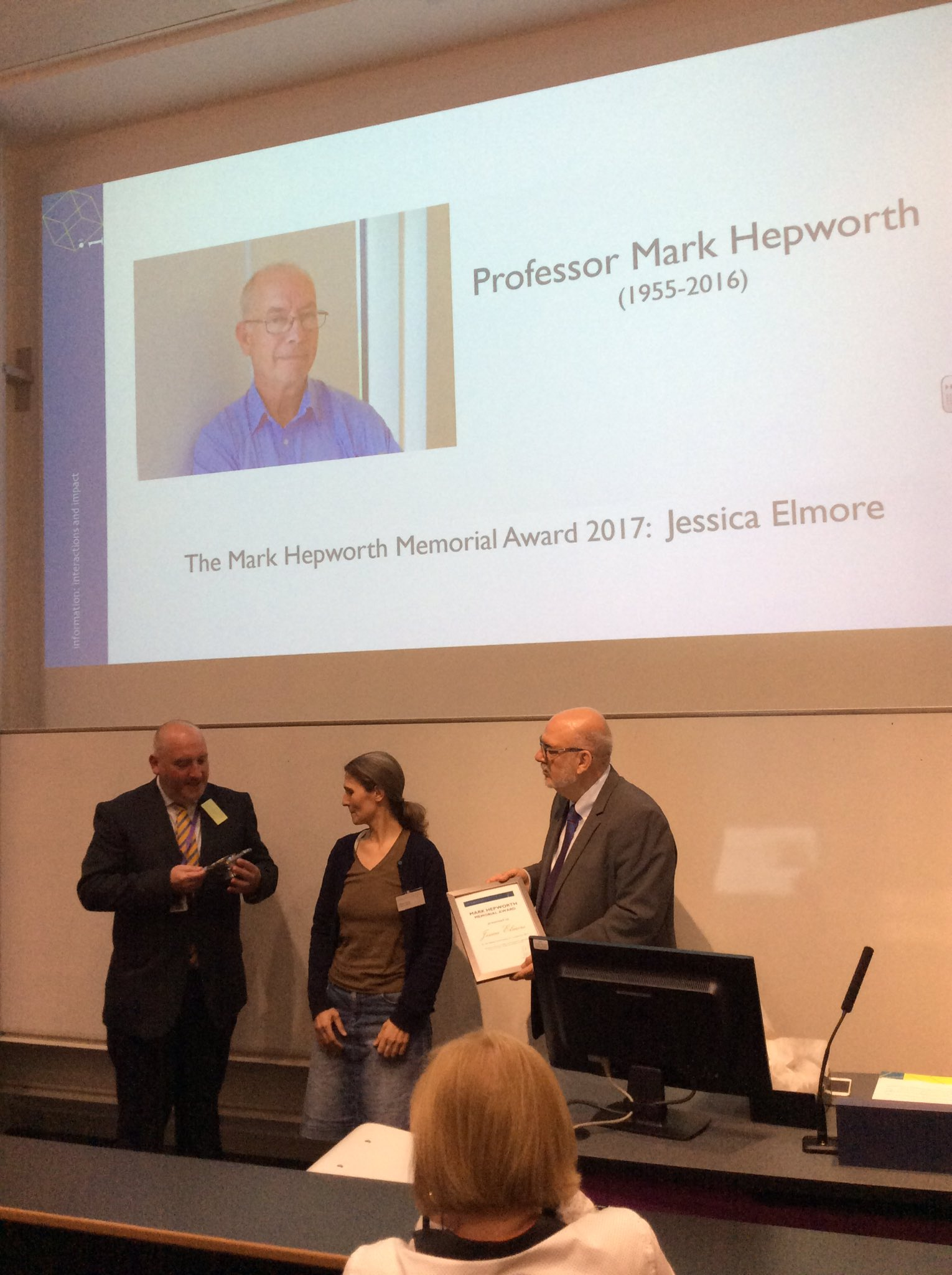 Jessica Elmore receives the Mark Hepworth Memorial Award 2017 from @BanffshireProf and Prof. Graham Matthews #i3rgu https://t.co/AZxQmQnHED
