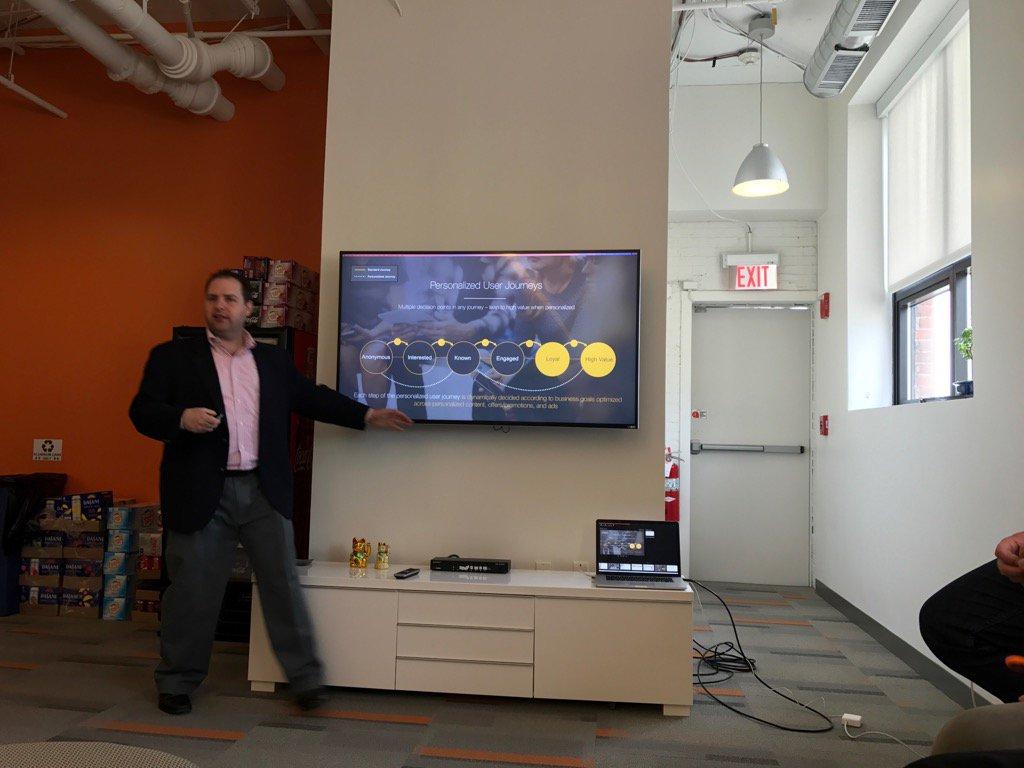 Dan Guthrie w/CXENSE reinforcing the value of data personalization #lmaim https://t.co/BgFbq7x0GU