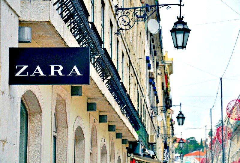 Sharing smart tips for turning your shopping at @ZARA a pleasure and not a nightmare &gt;&gt;  http:// ow.ly/HSoD30cgCNt  &nbsp;   #shopping #zara <br>http://pic.twitter.com/F8PgCRNAt2