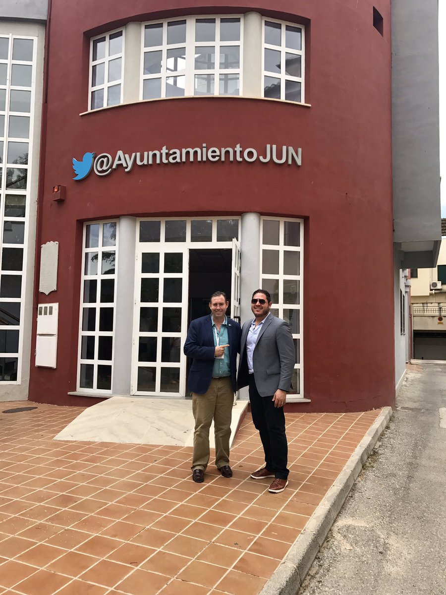 Today, I had the pleasure to meet @JoseantonioJun, then become the Mayor of Jun! #TATGranada17 #Gracias https://t.co/ea7Ke7mN4l