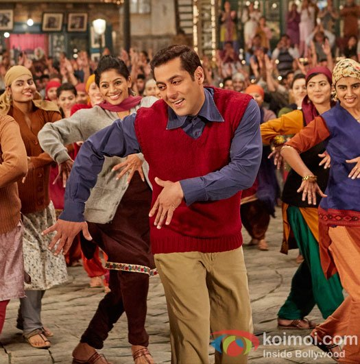 RT if you like the song #Radio from the movie #Tubelight . @BeingSalmanKhan<br>http://pic.twitter.com/VKjcyTfL3R