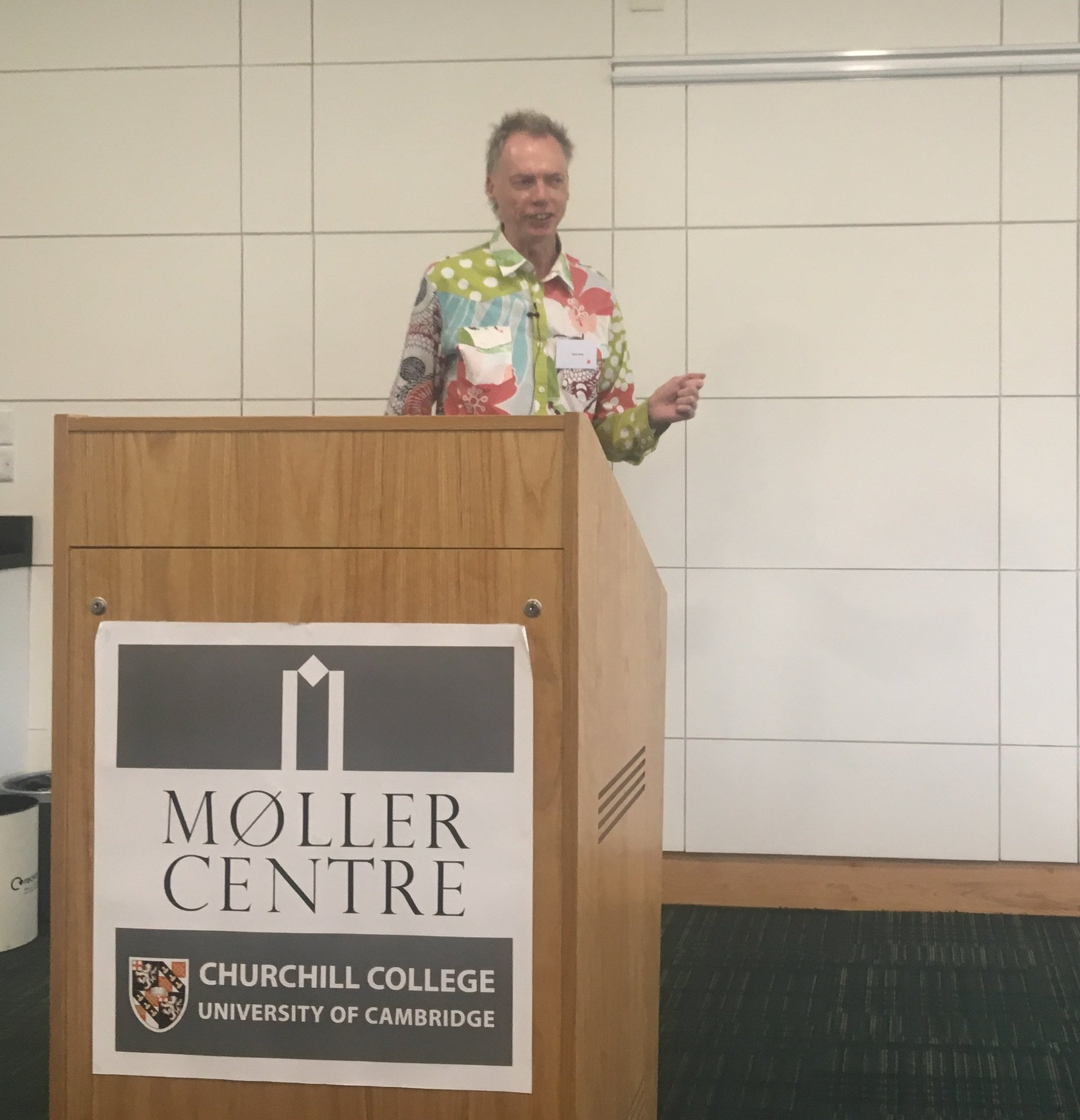 """Now we have Andy Clark @fluffycyborg talking to us about """"Prediction, Perception, and Imagination"""" #HumanMind2017 1/? https://t.co/qPm8fCg7P5"""