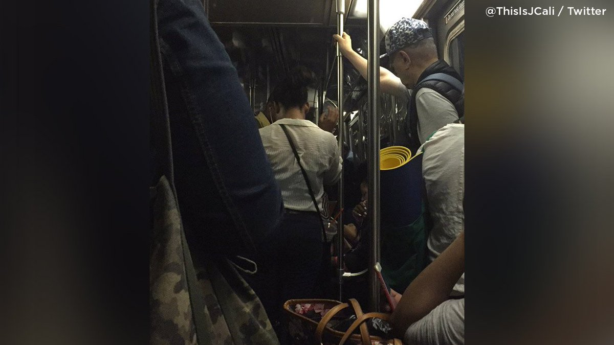 #BREAKING: Subway power outage halts A, B, C, D train lines in Harlem /photo via @ThisIsJCali  http:// 7ny.tv/2sd6qmv  &nbsp;  <br>http://pic.twitter.com/H9ccf7857H