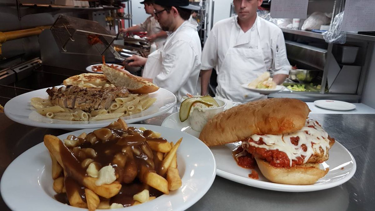 We got you covered for lunch. #wimpysdiner #poutine #pasta #chickenparm<br>http://pic.twitter.com/yjvFLtVAsU