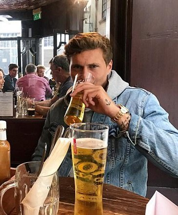 Looks like Victor Lindelof is settling into life in England!   #MUFC <br>http://pic.twitter.com/bQ2Ckog6AK