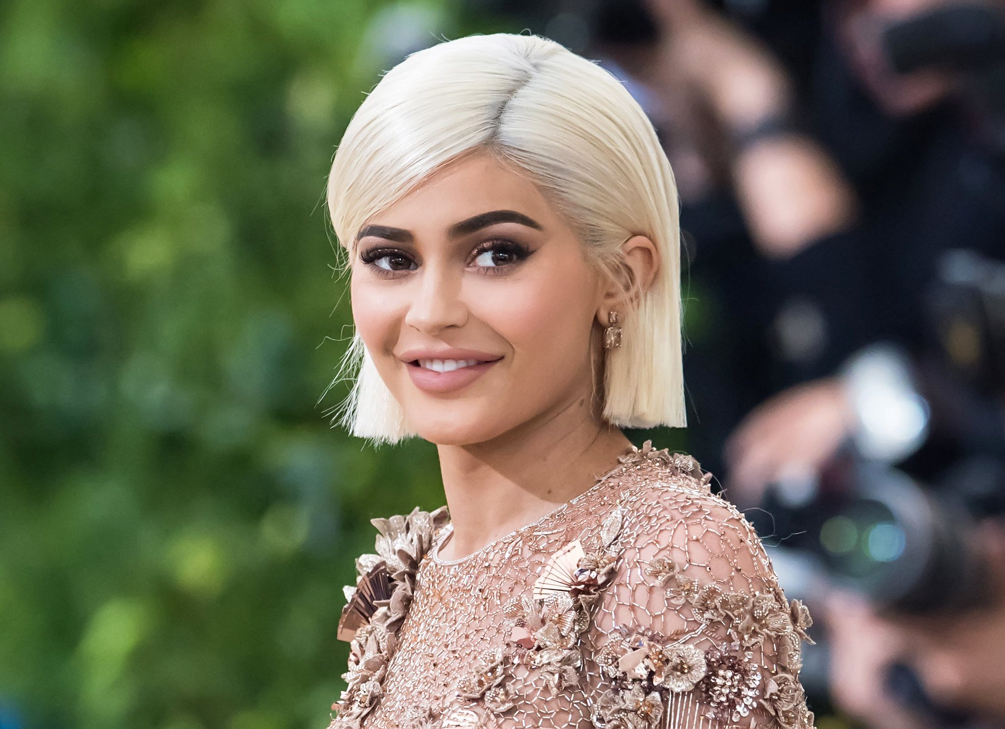 Kylie Jenner looks exactly like her mom with this new pixie. Watch the exclusive video: https://t.co/rcXfaUJnYa https://t.co/cU20G33XOV