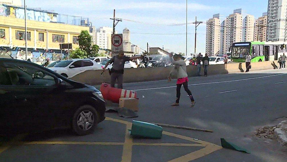 Uma pessoa é baleada em suposta troca de tiros com a Rota na Favela do Moinho https://t.co/WuO7zqQ1Jo #SP #G1