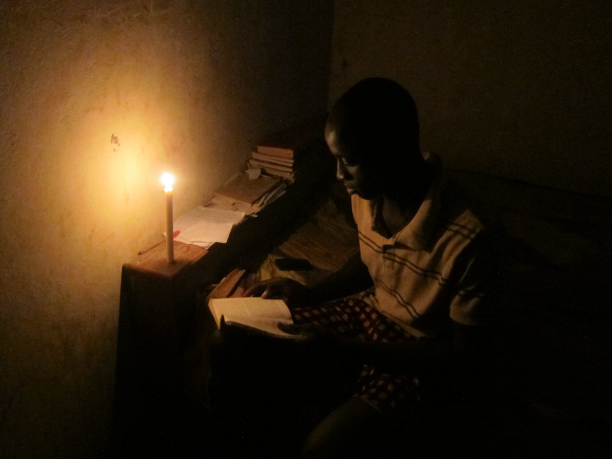 Candle vs #solar. Solar lanterns are brighter, safer, and cheaper over the long run. #Sustainability #Children #literacy #Senegal <br>http://pic.twitter.com/NPFVww8ElT