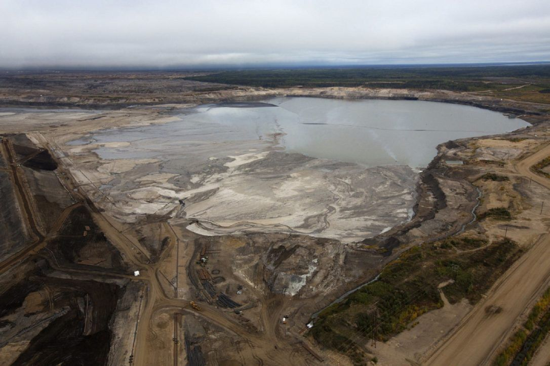 Tar Sands Tailings: Alberta&#39;s Growing Toxic Legacy - One Trillion litres and growing:  http:// buff.ly/2uekXuK  &nbsp;    #cdnpoli #abpoli #bcpoli<br>http://pic.twitter.com/isU8ix4Q27