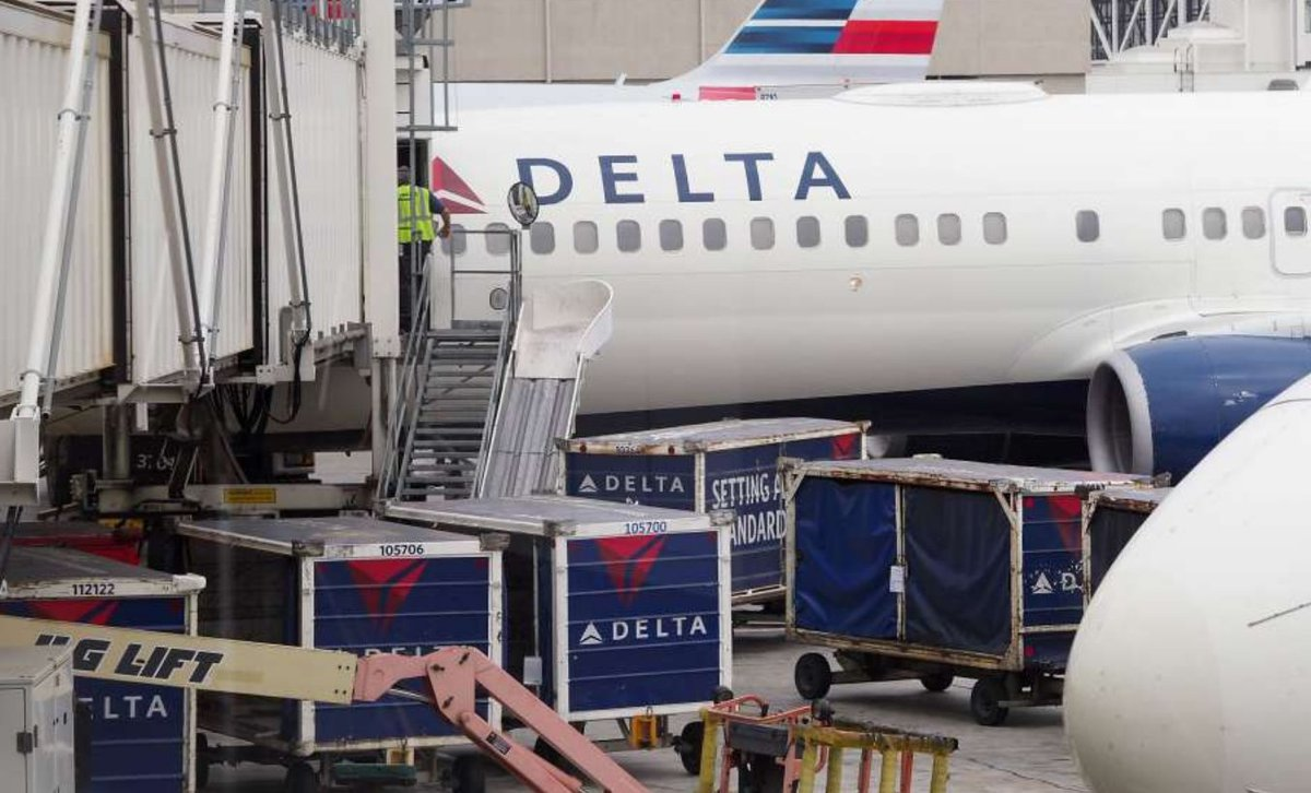 Scam alert timed just right for travel season. #hackers using airline name for #idtheft  http://www. chron.com/news/nation-wo rld/article/Scam-alert-hackers-delta-airlines-identity-theft-11241745.php &nbsp; … <br>http://pic.twitter.com/zXpkQqztHl