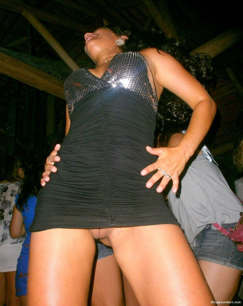 Kinky panty upskirt